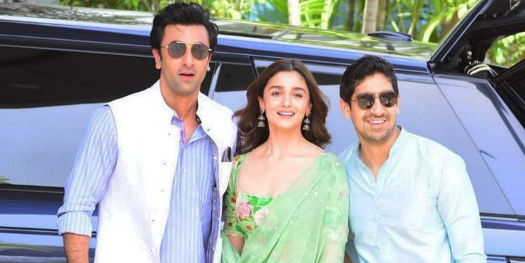 Brahmāstra Ranbir Kapoor, Alia Bhatt And Ayan Mukerji Reveal The Logo At Kumbh Mela 2019
