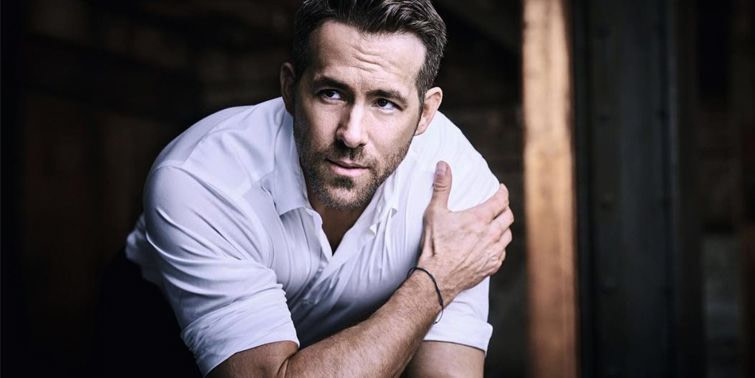 Deadpool 2 Ryan Reynolds Dropped Arm Aciurgy To Promote Film In China!