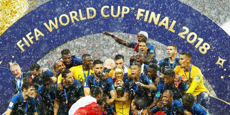 FIFA World Cup Final 2018 Viral Pictures, France Drench While Russian Prez Putin Under Umbrella